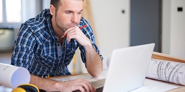 contractor engaged in online training